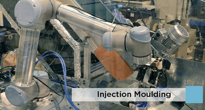 Foto UNIVERSAL ROBOTS 3 injection_moulding_736a0_2112_1126